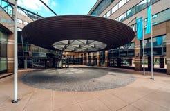 Modern kontorsbyggnad i Eindhoven Arkivbilder
