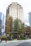 Modern kontorsbyggnad i Vancouver - gata för 999 W Hastings - VANCOUVER - KANADA - APRIL 12, 2017 Royaltyfria Bilder