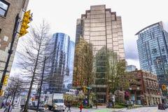 Modern kontorsbyggnad i Vancouver - gata för 999 W Hastings - VANCOUVER - KANADA - APRIL 12, 2017 Arkivfoton