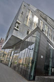 Modern kontorsbyggnad längs Breier Weg i Magdeburg Royaltyfri Fotografi
