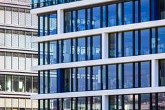 Modern kontorsbyggnaddetalj Arkivfoto
