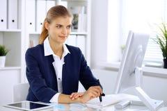 modern kontorskvinna för affär arkivbilder