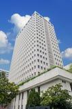 modern kontorssky för blå byggnad Arkivfoton
