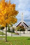Modern kristen kyrka i Slovakien i solsken royaltyfri bild
