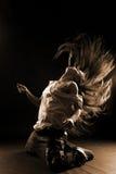 modern kvinna för kall dansare arkivbild