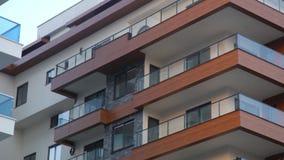 Modern lägenhet som upprättar skottet på solnedgången Uthyrnings- begrepp lager videofilmer