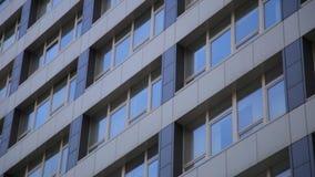 Modern lägenhet som upprättar skottet på solnedgången Uthyrnings- begrepp arkivfilmer