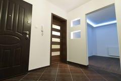 modern lägenhetkorridor Arkivfoton