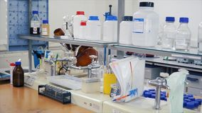 Modern laboratorium Binnenland van modern onderzoeklaboratorium klem Laboratoriumruimte in het onderzoekscentrum royalty-vrije stock afbeelding