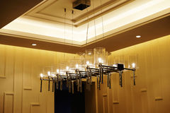 Modern ledd ljuskronabelysning arkivfoton
