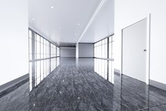 Modern leeg bureaubinnenland met grote vensters Stock Fotografie