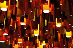 Modern ljuskrona som göras av glänsande cylindrar Royaltyfri Fotografi