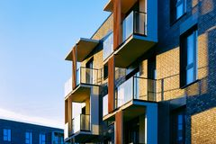 Free Modern Luxury Apartment Building Architecture Royalty Free Stock Photo - 134583015