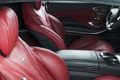 Modern lyxig bil inom Inre av den moderna bilen för prestige ComfoModern lyxig bil inom Inre av den moderna bilen för prestige ko Fotografering för Bildbyråer