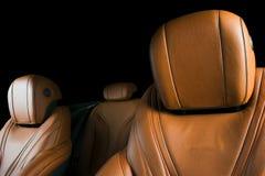 Modern lyxig bil inom Inre av den moderna bilen för prestige ComfoModern lyxig bil inom Inre av den moderna bilen för prestige ko Royaltyfri Foto