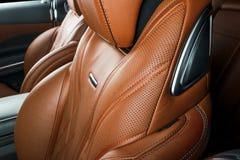 Modern lyxig bil inom Inre av den moderna bilen för prestige ComfoModern lyxig bil inom Inre av den moderna bilen för prestige ko Arkivbild