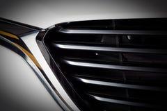 Modern lyxig bilnärbild av skyddsgallret Dyrt auto specificera för sportar Arkivfoto