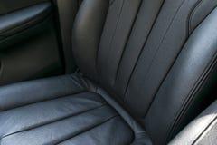 Modern lyxig perforerad läderinre för bil svart Del av läderbilsätedetaljer moderna bilinredetaljer Specificera för bil Royaltyfri Foto