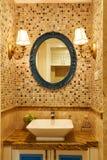 Modern lyxig toalett Fotografering för Bildbyråer