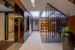 Modern lyxig villa för inrehemdesign Royaltyfria Bilder