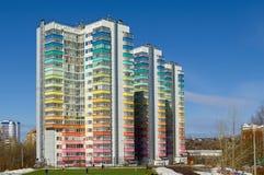 Modern mång--våning residental byggnad fotografering för bildbyråer