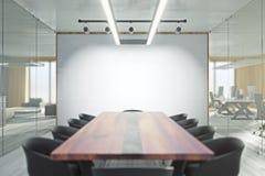 Modern mötesrum med whiteboard Royaltyfri Bild