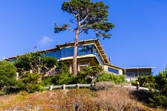 Modern mansion on top of a cliff, the Pacific Ocean coastline, C. Alifornia royalty free stock photography