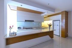 Modern matsal, kök i lyxiga lägenheter Arkivbild