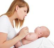 Modern med behandla som ett barn på white Arkivfoton