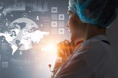 Modern medisch technologieënconcept Gemengde media Stock Foto's