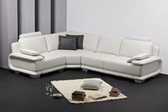 A modern minimalist living-room with furnitu Royalty Free Stock Photos