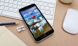 Modern mobiltelefon på en tolkning för skrivbord 3D Royaltyfria Bilder
