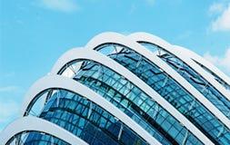 Modern modern glass byggnad Royaltyfri Bild