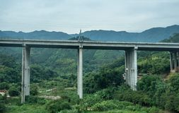 Modern motorwaybro i Kina arkivbilder