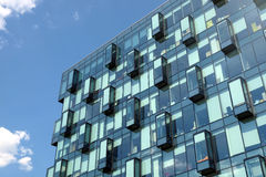 Modern närbild för främre sikt för kontorsbyggnadglasvägg Fotografering för Bildbyråer