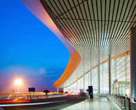 modern natt för arkitektur Royaltyfri Foto