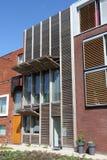 Modern Nederlands huis met houten blinden Stock Fotografie
