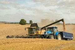 Free Modern New Holland Combine Harvester Cutting Crops Royalty Free Stock Photography - 76626347