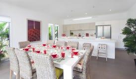 modern ny townhouse för kök arkivfoton