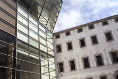 Modern och forntida arkitektur, CCCB-Centro de Cultura Contemporania de Barcelona, konstmitt Fotografering för Bildbyråer
