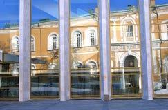 Modern och gammal arkitektur av MoskvaKreml Arkivbilder