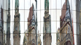 Modern och gammal arkitektur i Wien Arkivfoton