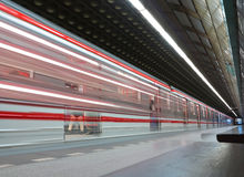 modern offentlig stationsgångtunnel Royaltyfri Fotografi