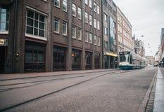 Modern openbaar vervoer in Amsterdam, Nederland royalty-vrije stock afbeeldingen