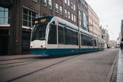 Modern openbaar vervoer in Amsterdam, Nederland stock afbeelding