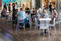 Modern openluchtwinkelcomplex in Israël Stock Afbeeldingen