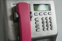 Modern payphone på stadsgatan Royaltyfria Foton