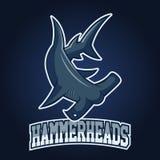 Modern professioneel embleem voor sportteam Haaimascotte Hammerheads, vectorsymbool op een donkere achtergrond Stock Illustratie