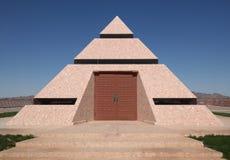 Modern pyramid på Felicity, Kalifornien Arkivfoton