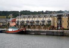 Modern quayside huis royalty-vrije stock afbeeldingen
